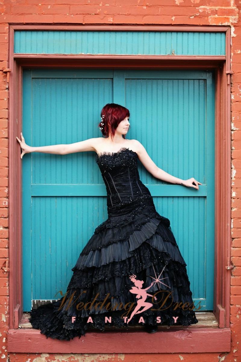 black-wedding-dress3-58578.1395947151.jpg