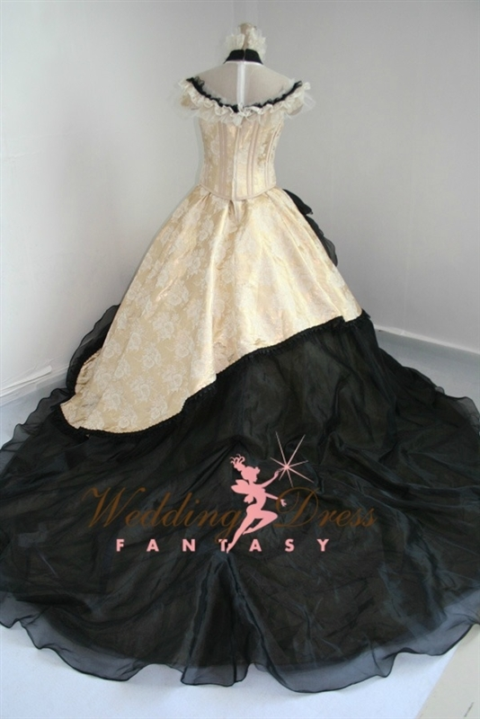 gothicweddingdressvintage2.jpg