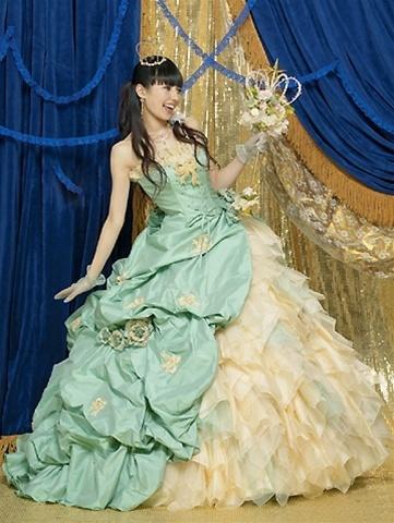 greenvictorianweddingdress.jpg
