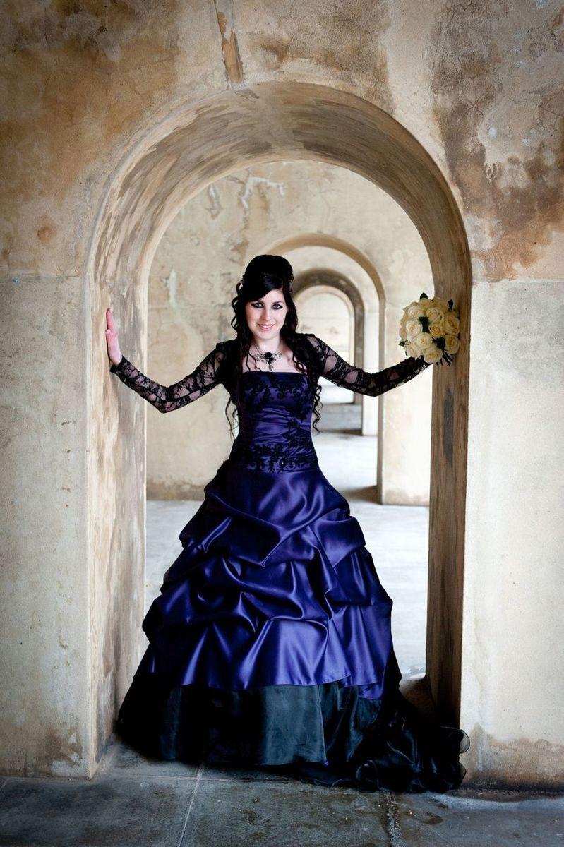 purplegothicweddingdress1.jpg